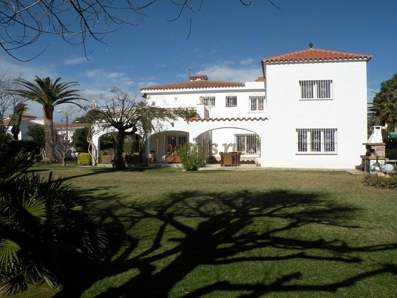 Купить дом у моря в испании недорого с фото